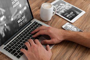 laptop-mit-tisch-kaffeetasse-300x200 laptop-mit-tisch-kaffeetasse